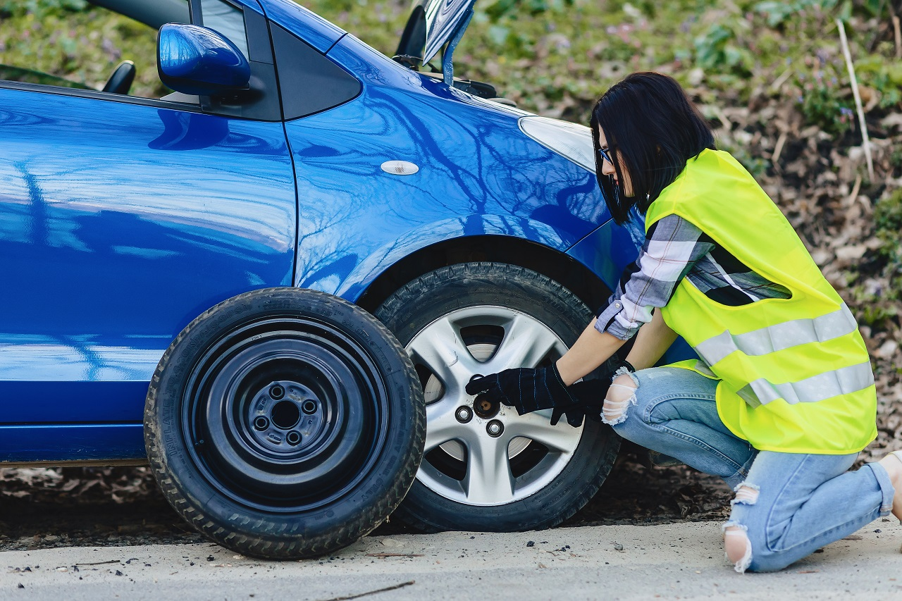 Mobile Flat Tire Service To Change to a Spare